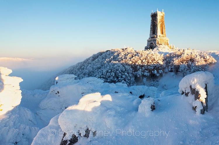 Зимен изгрев на Шипка