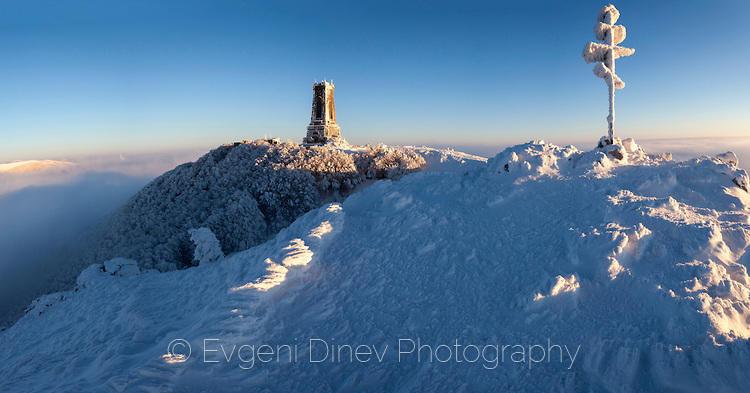 Зимна панорама на паметника Шипка