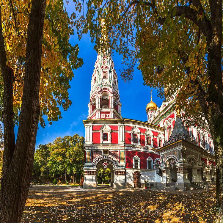 Красива църква в Шипка