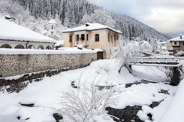 Църквата в Широка Лъка през зимата