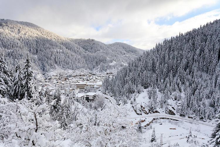 Гледка към Широка Лъка по пътя за Гела през зимата