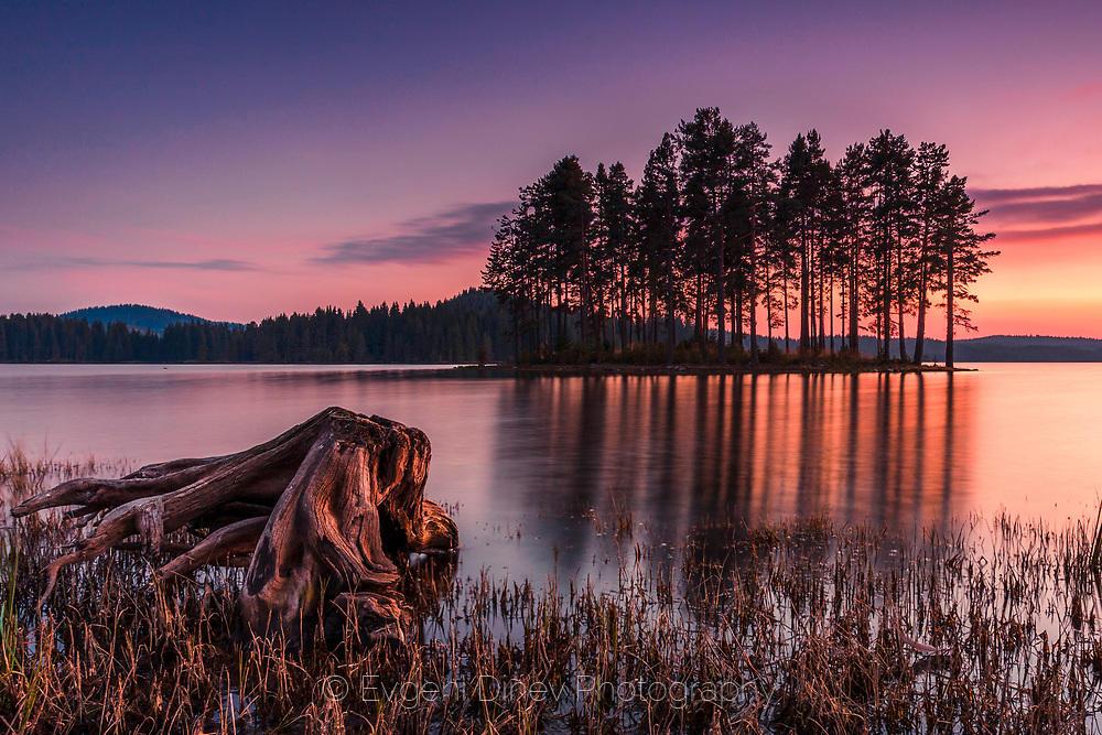 Фин пейзаж с езеро