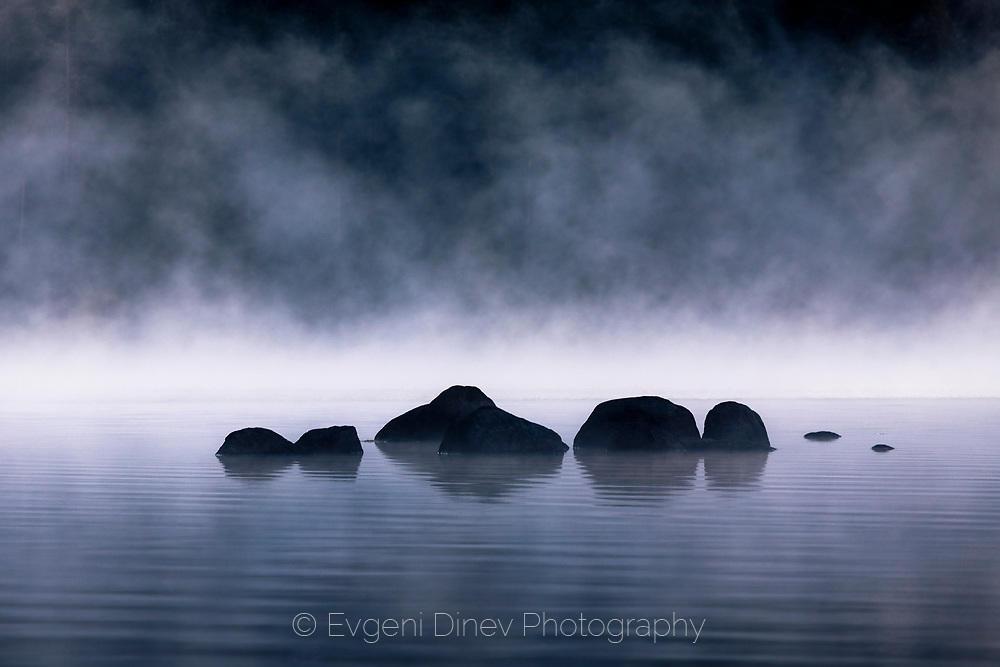 Мрачното езеро