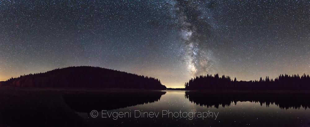 Млечният път над язовир Широка Поляна