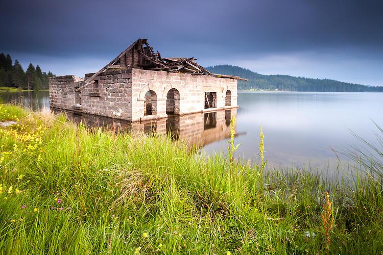 Руини в Широка Поляна