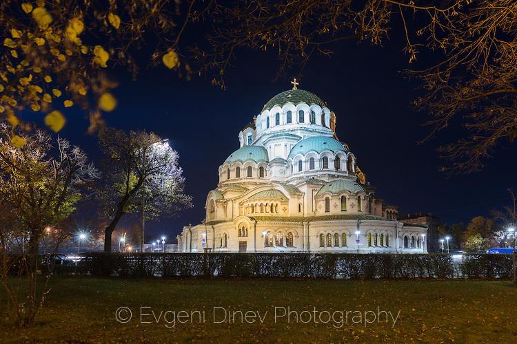Храм Александър Невски нощем