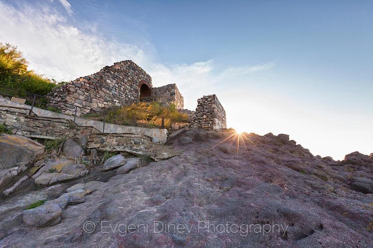Древна Созополска крепост на брега