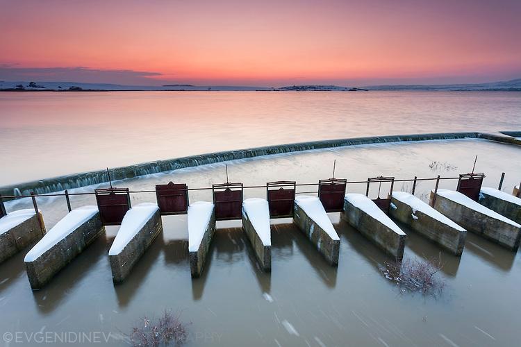 Преливник на Мандренско езеро