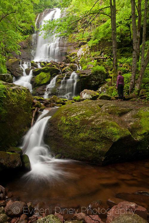 Пролетен водопад