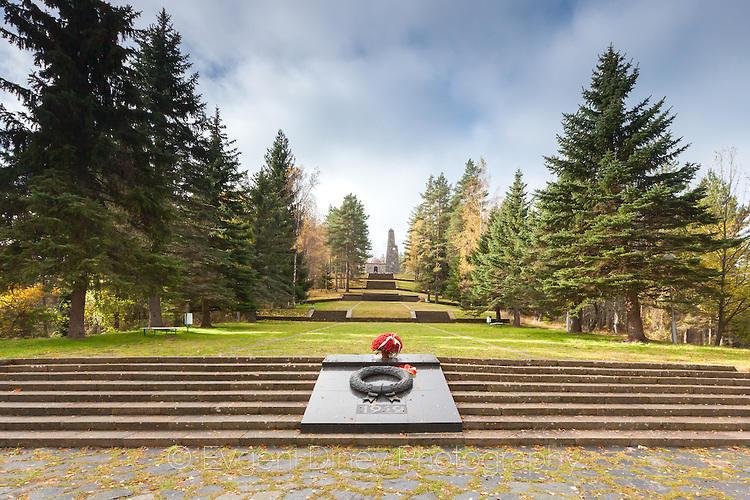 Паметник на връх Средногорец