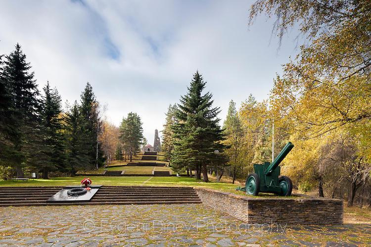 Военен паметник на Средногорец
