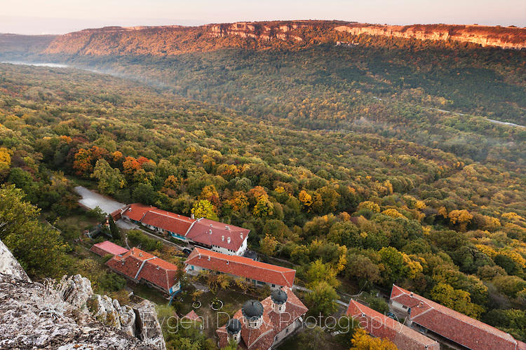 Над манастир Света Троица по изгрев