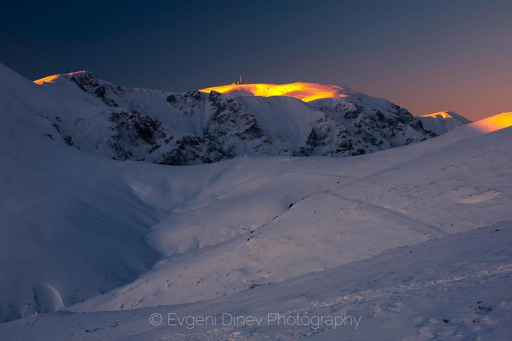 Зимна гледка към връх Ботев откъм Марагидик