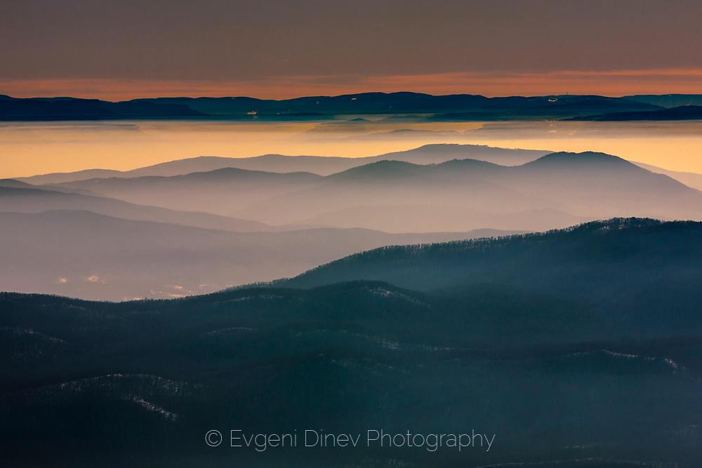 Балкани над мъглиге