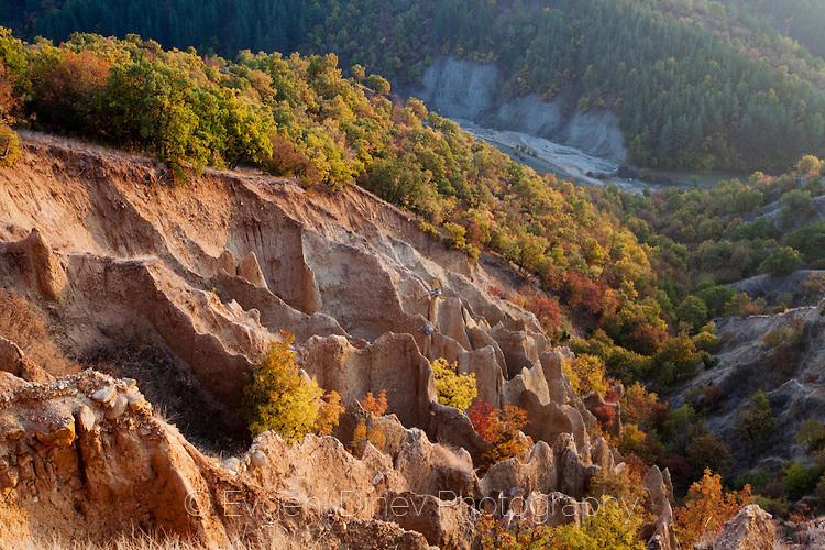 Стобските пирамиди есента, по залез