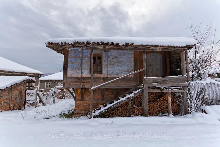 Вековна къща в село Стоилово