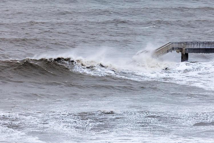 Морето реве с пълна сила