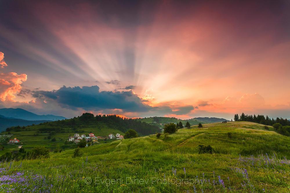 Лъчи по залез над Стойките