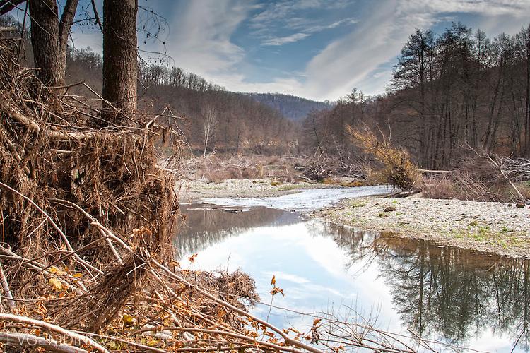 Река Младежка се влива във Велека