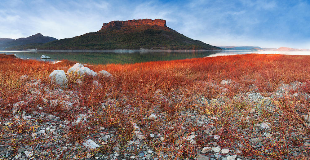 Панорама по залез край язовир Студен Кладенец