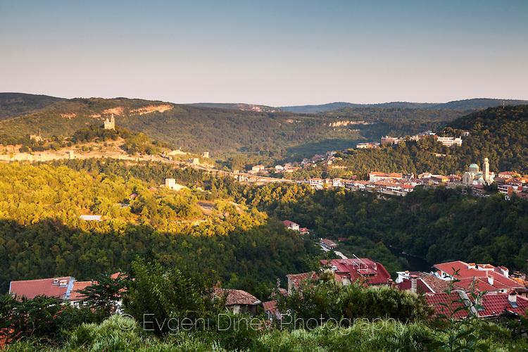 Изглед към Царевец от квартал Вароша