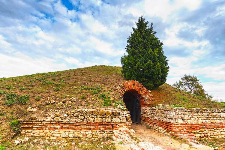 Поморийската гробница отвън