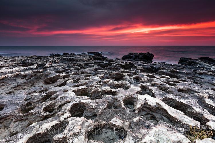 Проядена морска скала