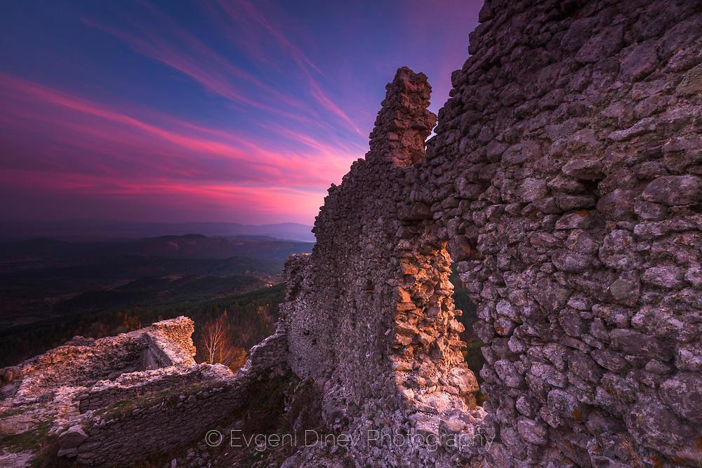 Крепост Устра в розово