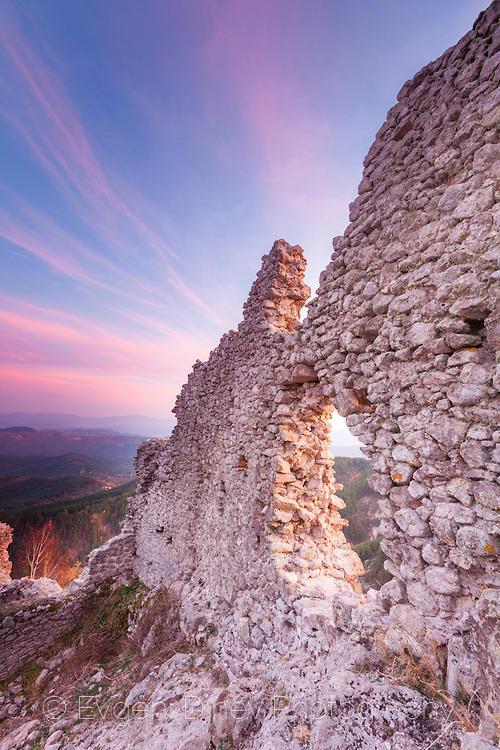 Останки от византийска крепост Устра