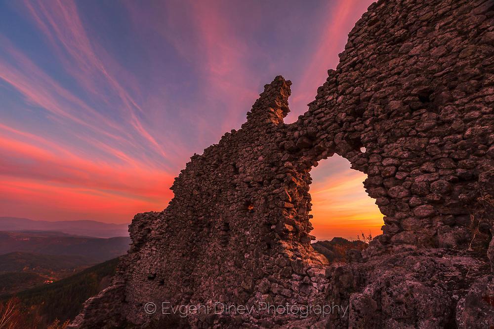 Средновековна крепост Устра