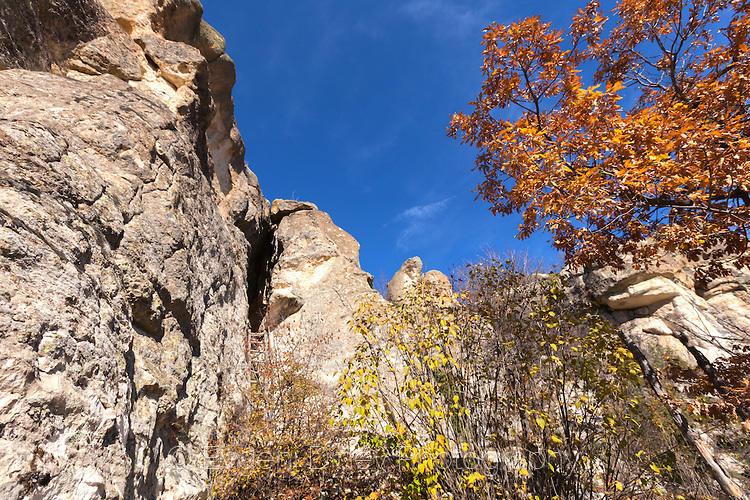 Пещера Утробата отвън