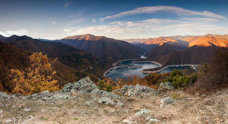 Панорама на язовир Въча
