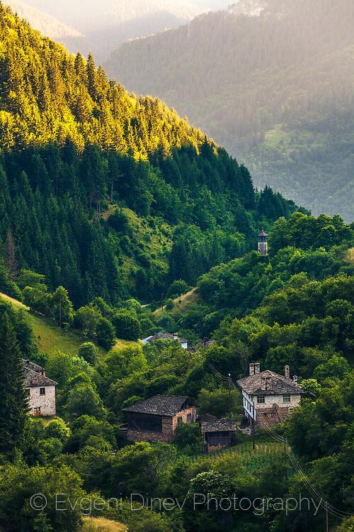 Село Върбово по залез