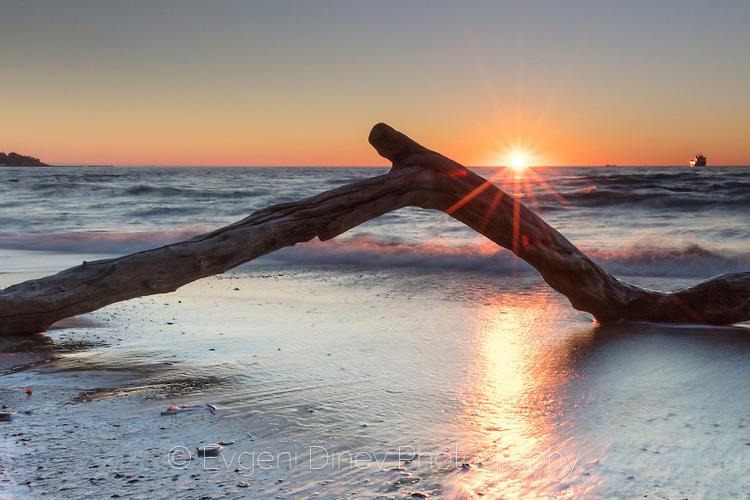 Ноемврийски изгрев край Варненския бряг