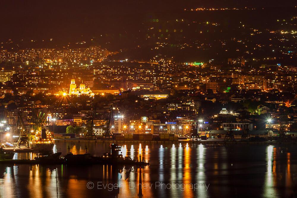 Варна нощем