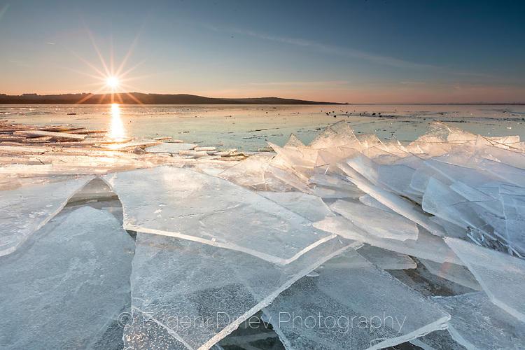 Ледени късове в езеро Вая