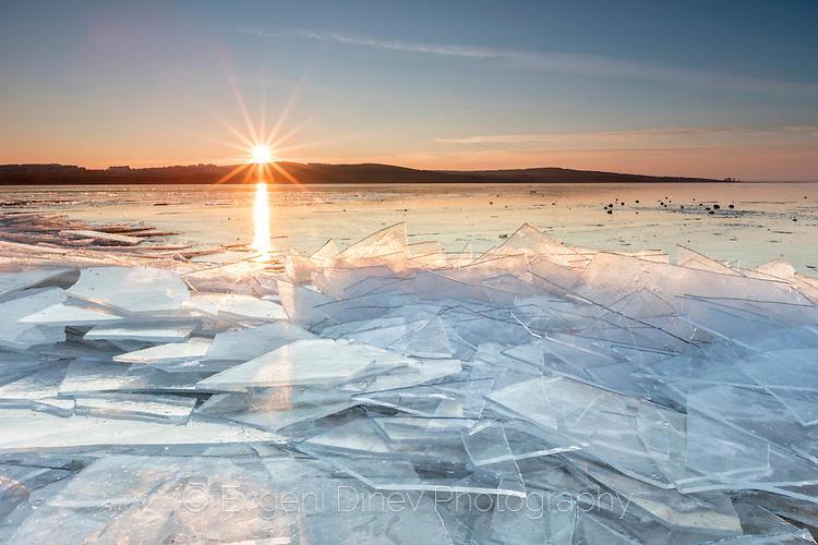Езеро Вая сковано в лед