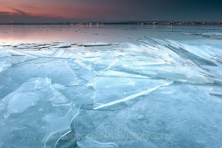 Стъклено езеро