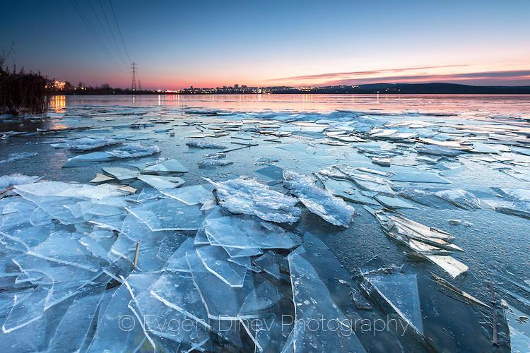 Бургаското езеро сковано в лед