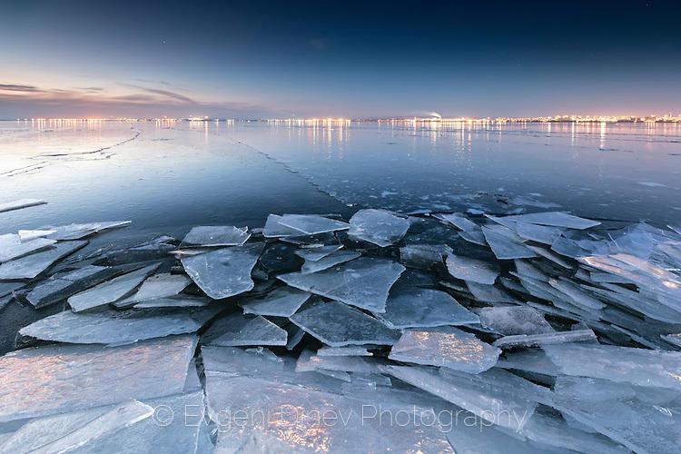 Хватката на леда се разчупва