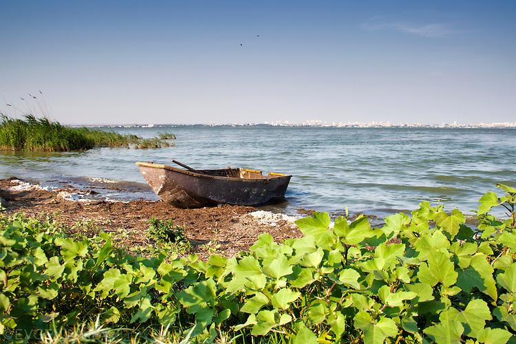 Малка рибарска лодка на Вая