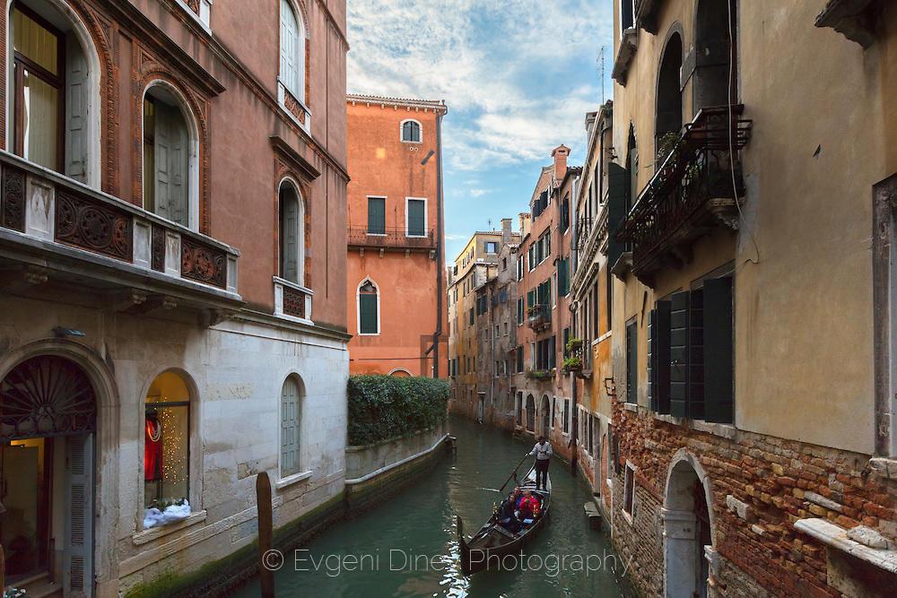Превоз с гондола по улиците на Венеция