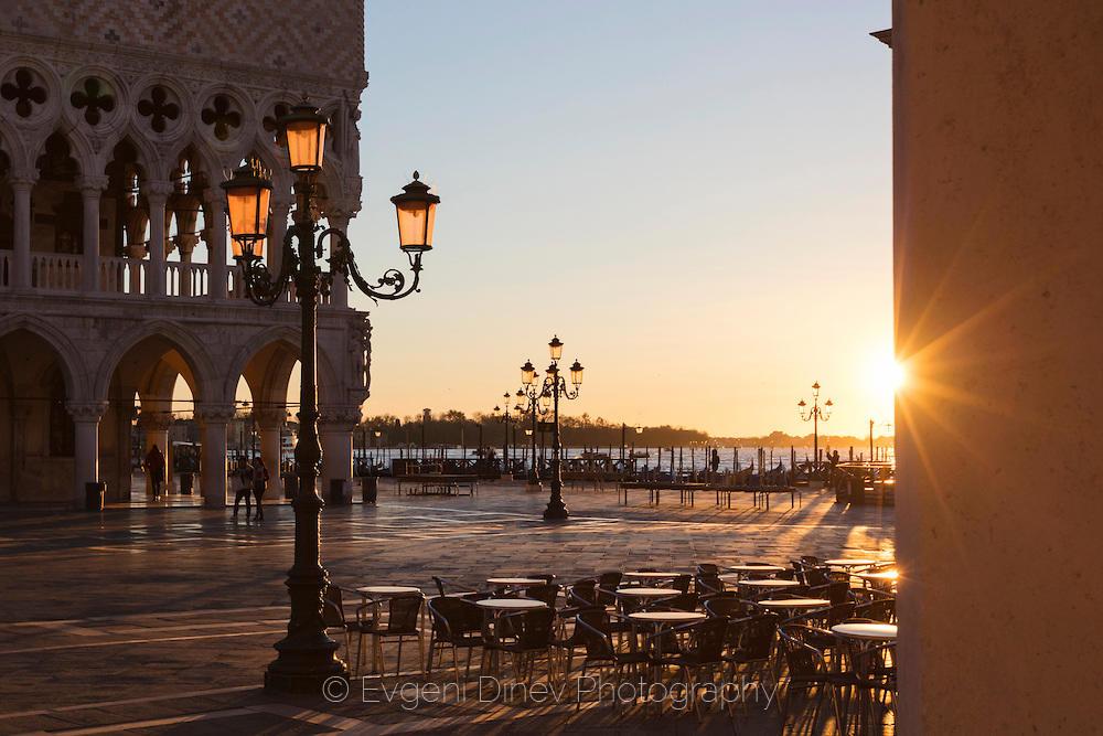 Изгрев във Венеция