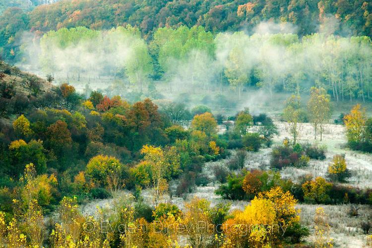 Есенно утро край река Вит