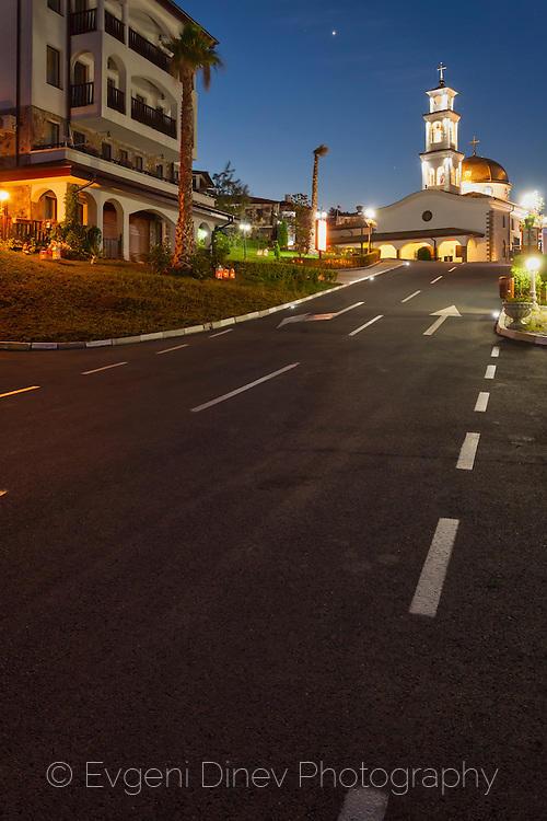 Църквата в Свети Влас нощем