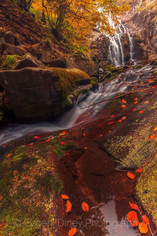 Каньона на водопадите през есента