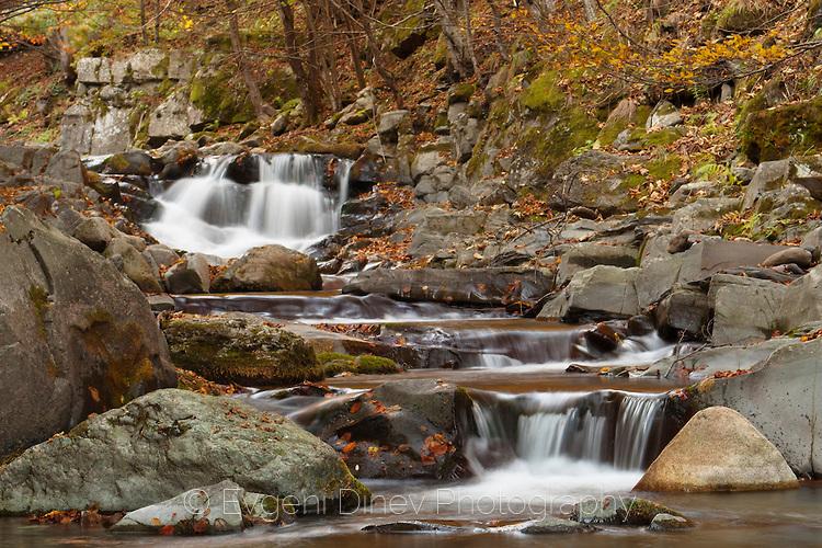Бистри планински водопади