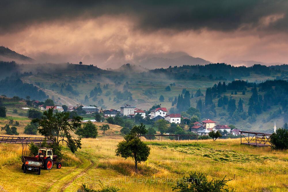 Мъгливо утро в село Ягодина