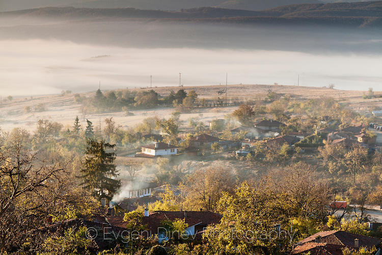 Есенно, слънчево-мъгливо утро в Жеравна