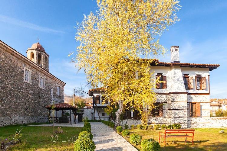 Килийно училище в двора на черквата Успение Богородично
